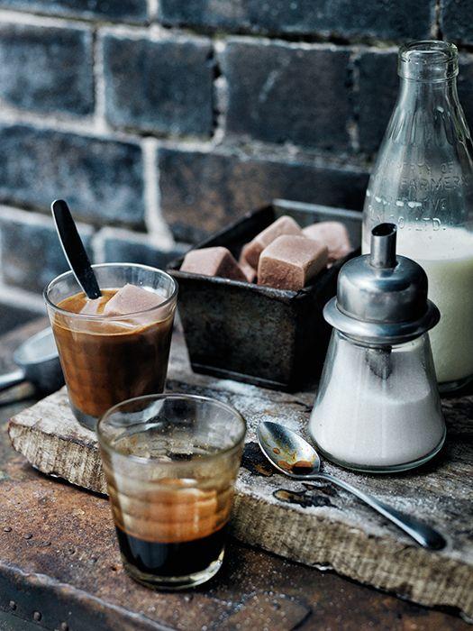 Кофе, декор стола, сладости