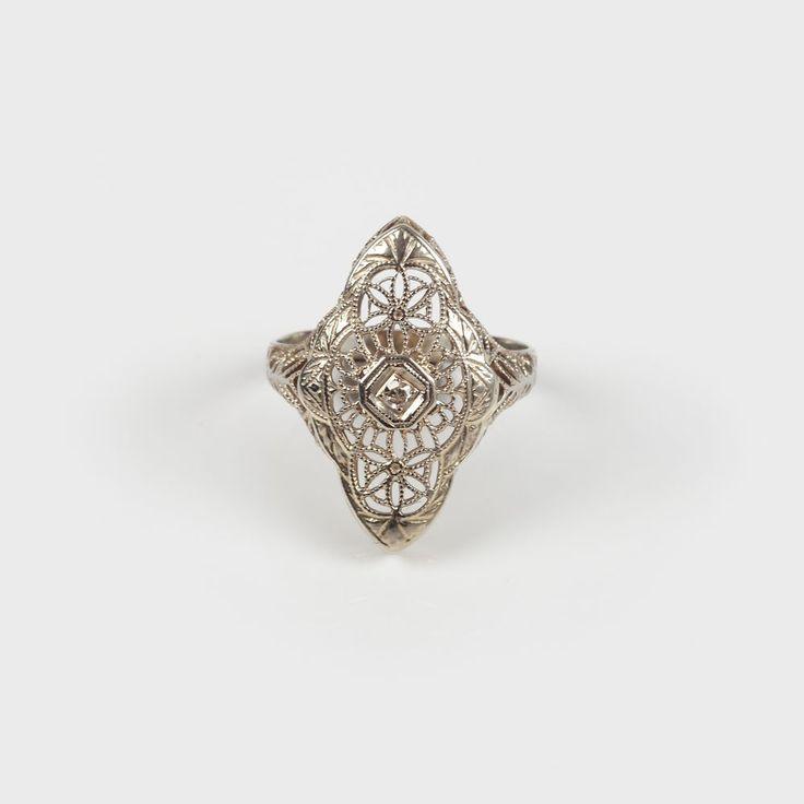 Inel din aur alb, decorat cu un diamant central - Licitația de Bijuterii și Ceasuri de Colecție #90/2013 - Arhivă rezultate