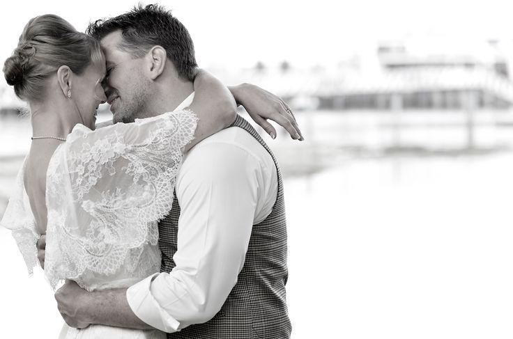 wedding couple kissing galiano island, gulf islands  www.nancyangermeyer.com