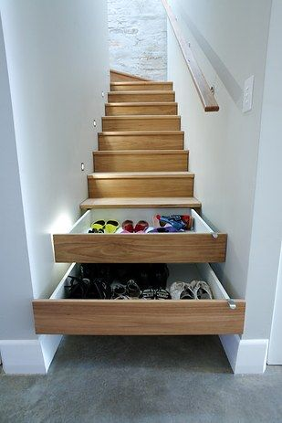 ¿O algunos cajones en las escaleras mismas? | 27 maneras ingeniosas de utilizar el espacio debajo de tus escaleras