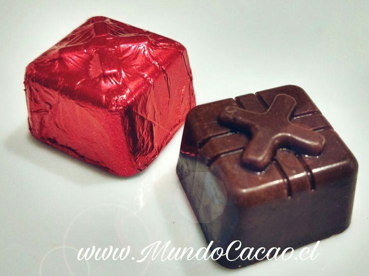 Bombón macizo chocolate leche 35% cacao Ecuador.