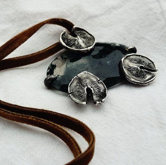 Fascino della strega della palude: Lily di MoonSerpentJewelry