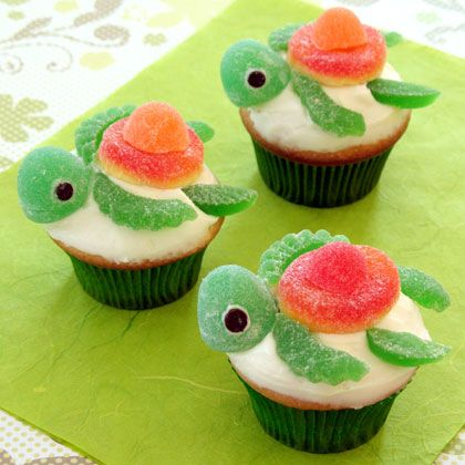 A great tutorial on how to make these turtle cupcakes! Squirt Happy Turtlecakes | Recipes | Spoonful