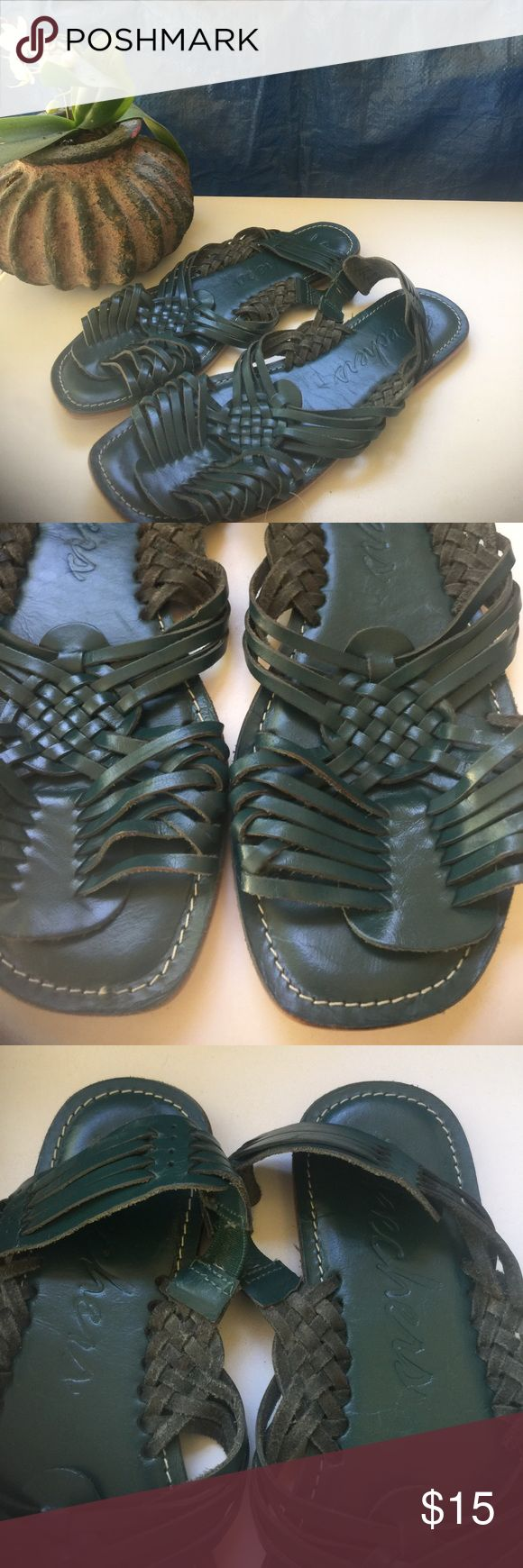 Skechers flat Beautiful and great for spring and summer time! Skechers Shoes Slippers
