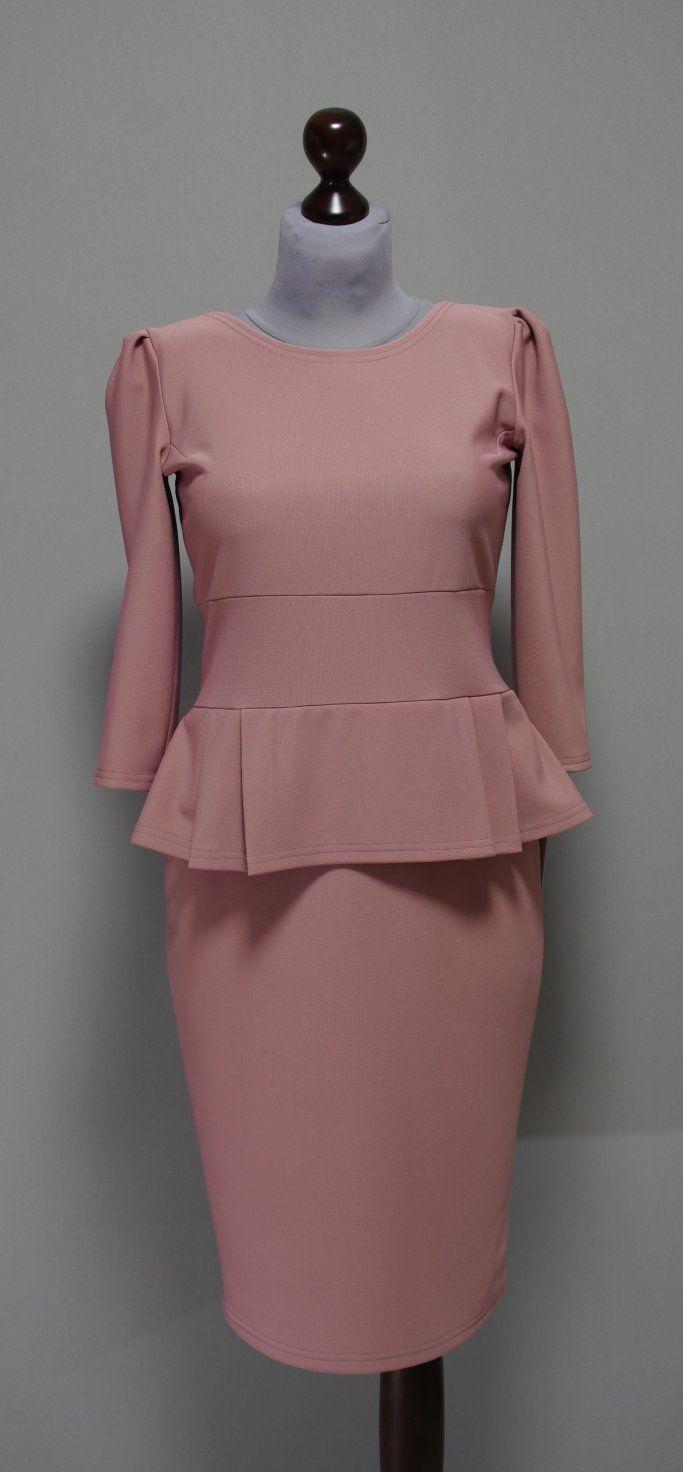 платье с баской цвета пудра