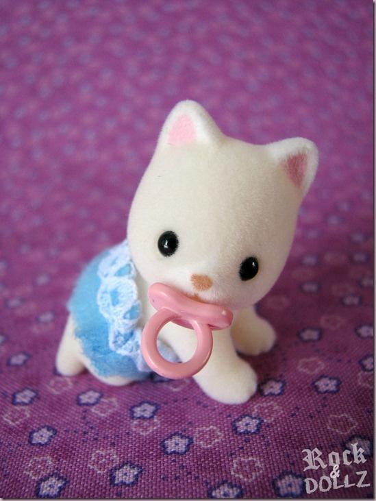 Sylvanian Families Silk Cat Baby Boy ~ rock-n-dollz.blogspot.com.es   #doll #toy #sylvanianfamilies #sylvanian #cat