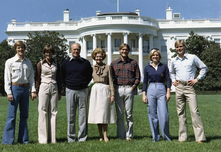 Gerald Ford and family participate in a photo opportunity for the 1976 presidential election campaign. September 6, 1976.
