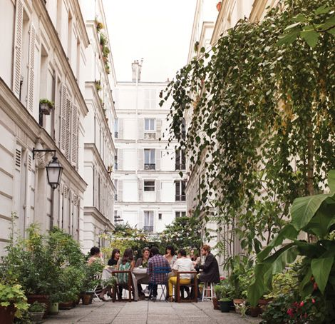 friends: Paris, Friends, Outdoor Parties, Courtyards Dining, Dinners Parties, Living Life 16, To Fresh, Gardens Parties, Photo