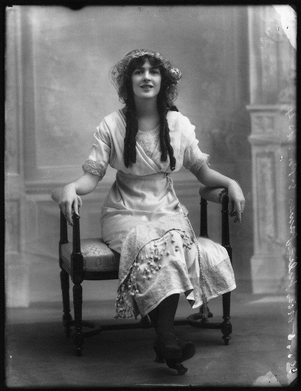 Julia James, 1911. Source: National Portrait Gallery. (Edwardian Actress)