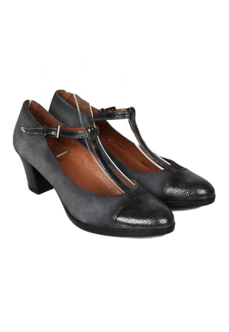 Zapatos Mary Jane de tacón de la marca Strover | Material exterior: Piel Serraje | Forrado interior: Textil | Plantilla: Piel | Suela: Goma | Altura: 6 cm de tacón | Hecho en España.
