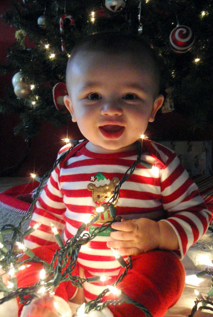 baby's first Christmas--such a cute picture idea