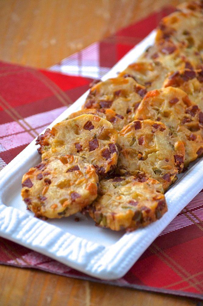 Sablés au chorizo/olive/râpé100 g de farine 50 g de beurre froid, coupé en petits dés 2 cuil. à soupe (30 ml) d'eau froide 60 g de gruyère coupé 60 g de chorizo coupé 25 g d'olives vertes hachées
