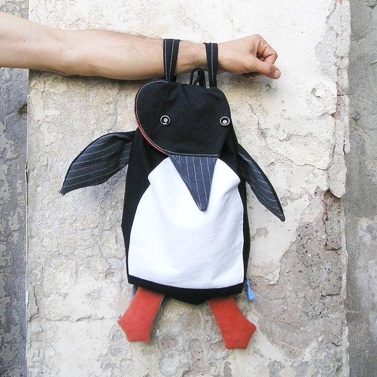 A spasso con il pinguino amico - penguin backpack by la Gagiandra - https://www.etsy.com/it/shop/LaGagiandra
