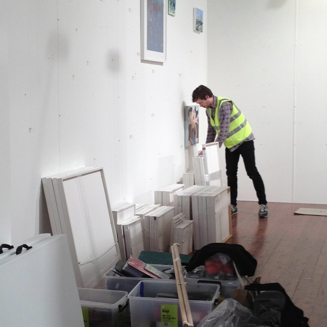 Hong Mei safely packed away and the last few artworks are being taken off the wall. Goodbye Melbourne Art Fair 2012!