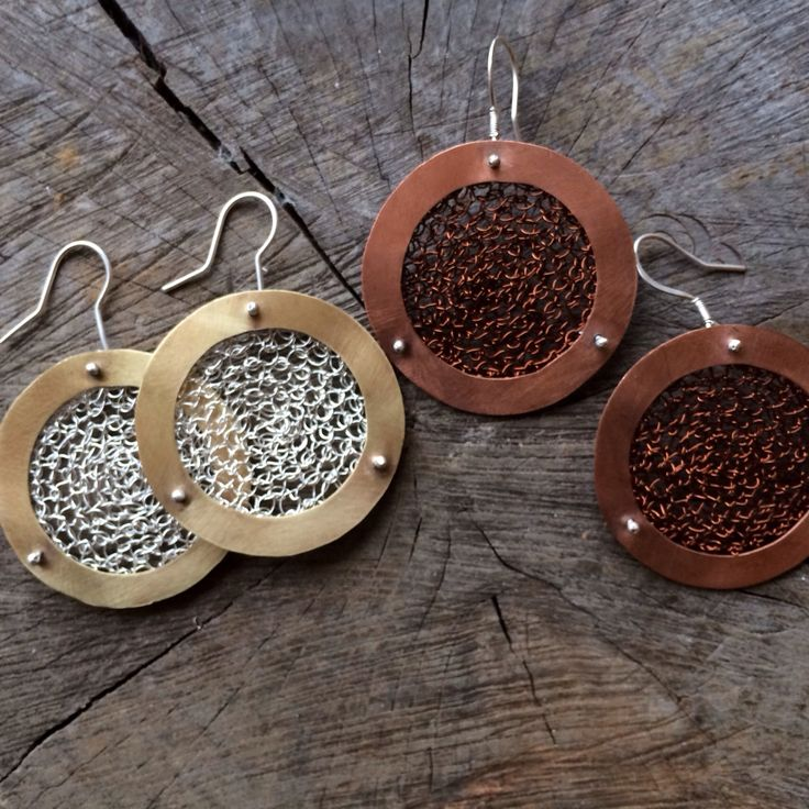 Crocheted metal earrings :: Caro Fischer :: Joyería Contempránea de Autor :: Contemporary Handcrafted Jewelry