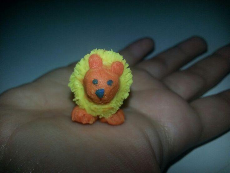 El rey...the lion...mini león