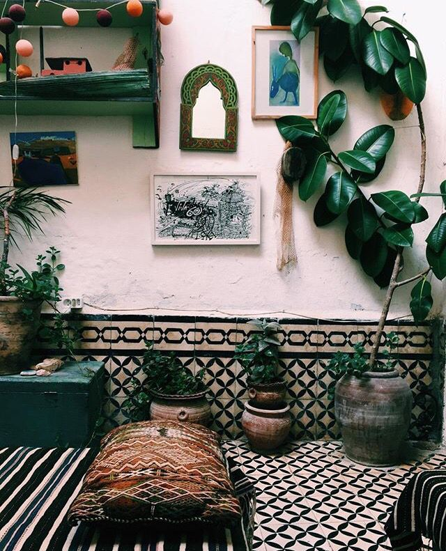 Boho room inspiration with rubber plant | We Heart It