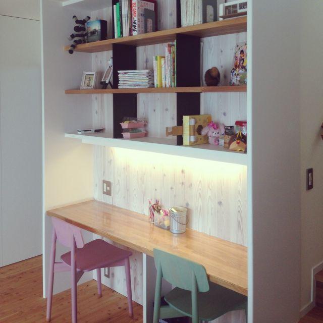 Tomokoさんの、リビング,無印良品,本棚,勉強机,unico,アイアン,リビング学習,そっくもんきー,家の模型,娘の自作ギター,のお部屋写真