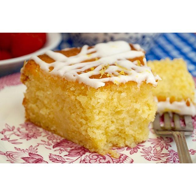 Could really go for a slice of this lush Lemon Drizzle Cake right now! 💕🍋🎂 Inspired by the new series of @britishbakeoff 😊 #GBBO #extraslice #baking #foodblogger #cake #lemondrizzlecake