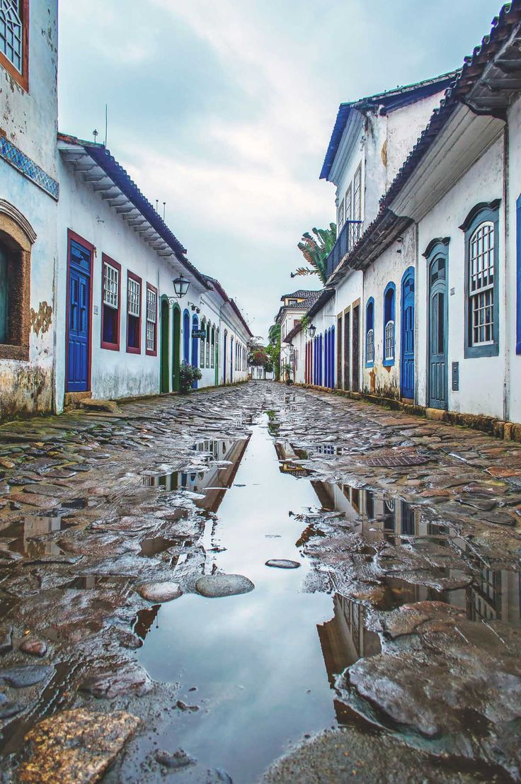 At high tide the streets are flooded with water in Paraty, Brazil | heneedsfood.com