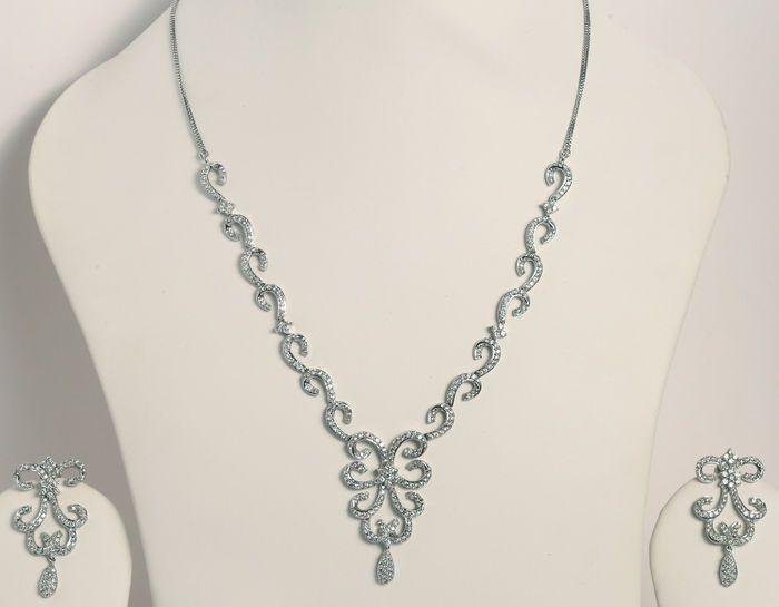 Online veilinghuis Catawiki: Set van goud en diamant, met 6,52 ct diamanten – halsketting met bijpassende lange kroonluchter oorbellen en ketting van witgoud