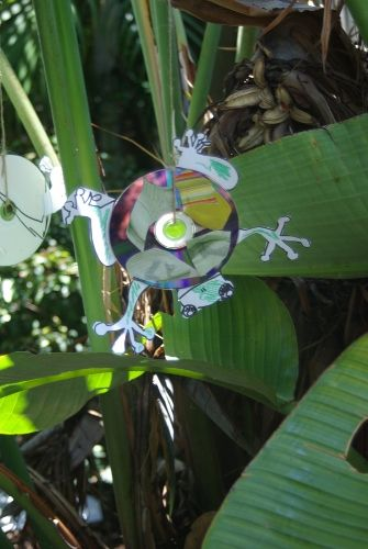CD Craft critters- This is adorable! #recycled #frog #craft