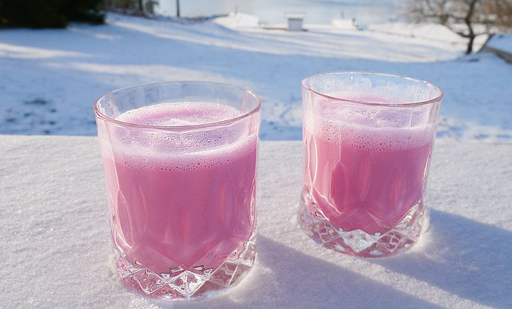 Vinterns hetaste hälsodryck är en rosa latte – fullproppad med nyttigheter - Metro Mode