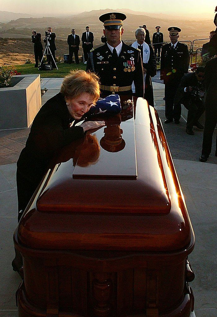 SIMI VALLEY, CA - JUNE 11: Former first lady Nancy Reagan leans into the casket of former President Ronald Reagan during the interment ceremony at the Ronald Reagan Presidential Library June 11, 2004 in Simi Valley, California. Reagan died of pneumonia due to complications with Alzheimer's at age 93 at his home in California. (Photo by Kevork Djansezian - Pool/Getty Images)