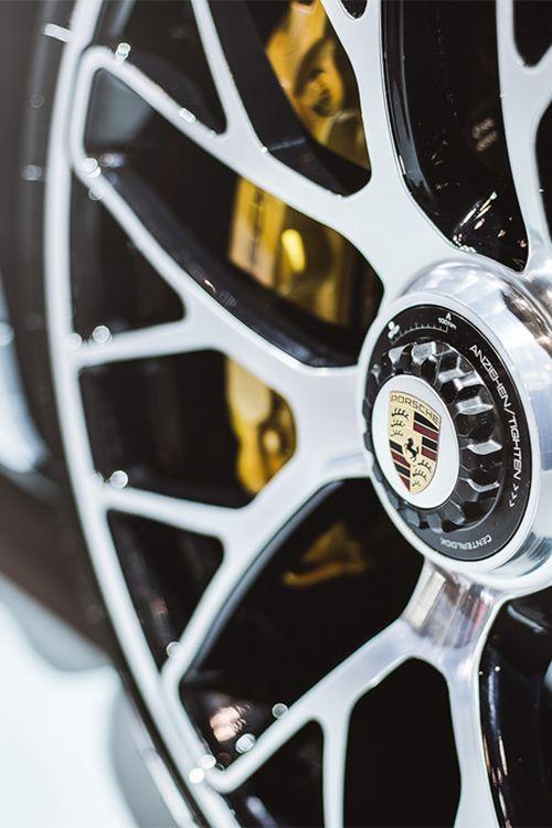 | 2014 Porsche Turbo S | ©