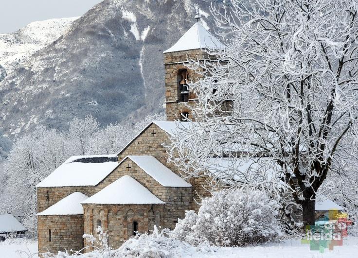 Romanesque church of Sant Feliu de  Barruera (Lleida Pyrenees).    Photography: Francesc Tur