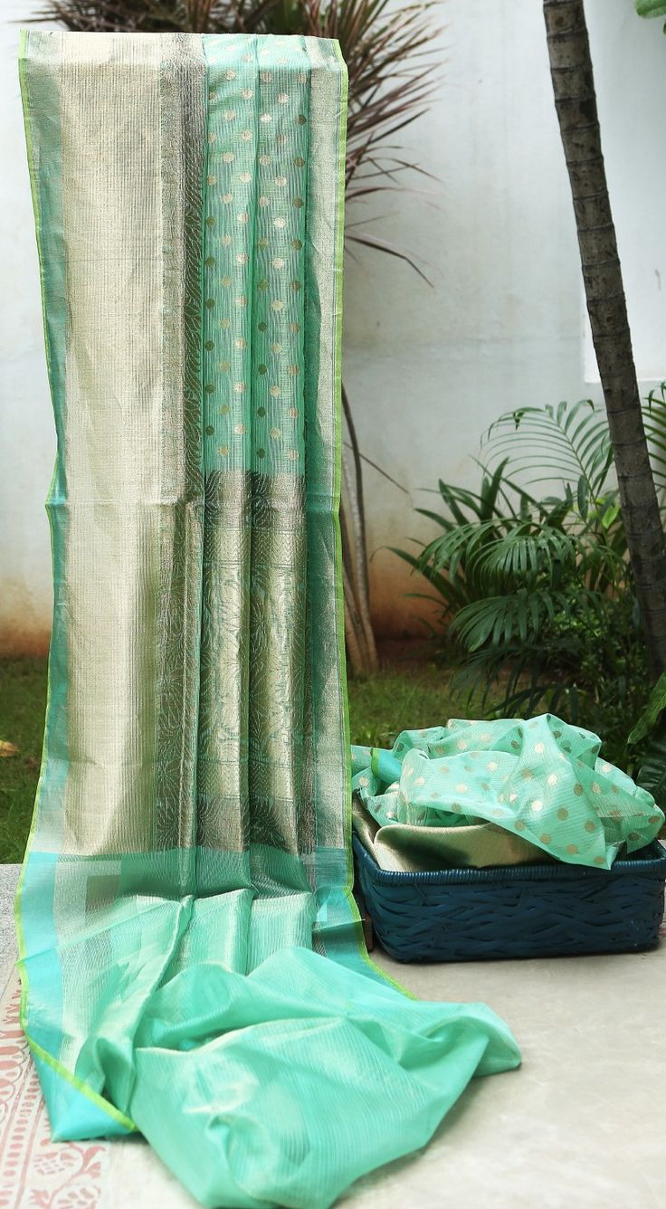 Lakshmi Handwoven Banarasi Kora Silk Sari 000443 - Saris / Banarasi - Parisera