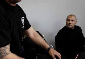 2-May-2013 22:13 - POLITIE VERDRIJFT LEDEN GOUDEN DAGERAAD. De Griekse politie heeft donderdag traangas ingezet om leden van de extreem rechtse partij de Gouden Dageraad (GD) te verdrijven, die voedsel…...