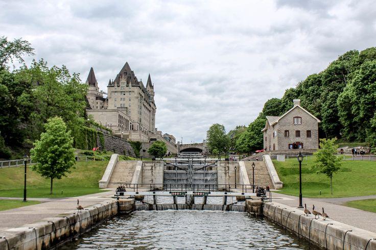 Les écluses et l'hôtel Fairmont Château Laurier à gauche
