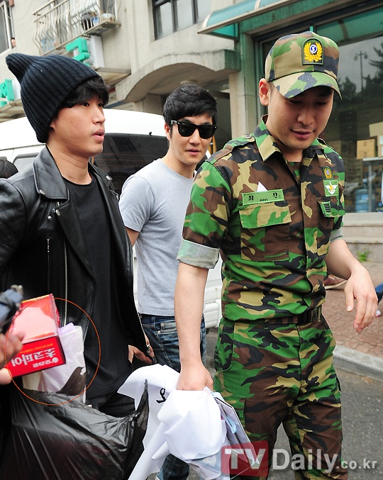 Omg look at these three together again! ^^ Source: http://news.nate.com/view/20120514n08886