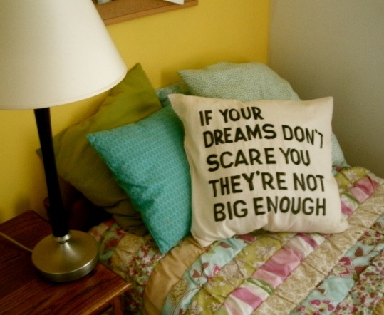 Stencil Pillow DIYDreams Big, Quotes Pillows, Pillows Tutorials, True Words, Favorite Quotes, Digital Cameras, Colleges House, Dreams Quotes, Diy Pillows