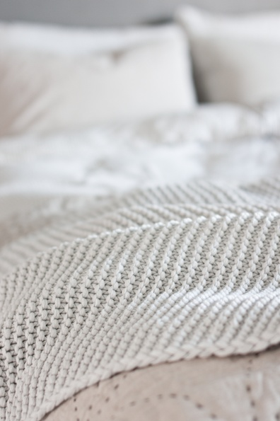 texture: Beds, Inspiration, White Texture, Decorating Ideas, White Bedrooms, Knit Blankets, Knitted Blankets, Bedroom Designs, Textile