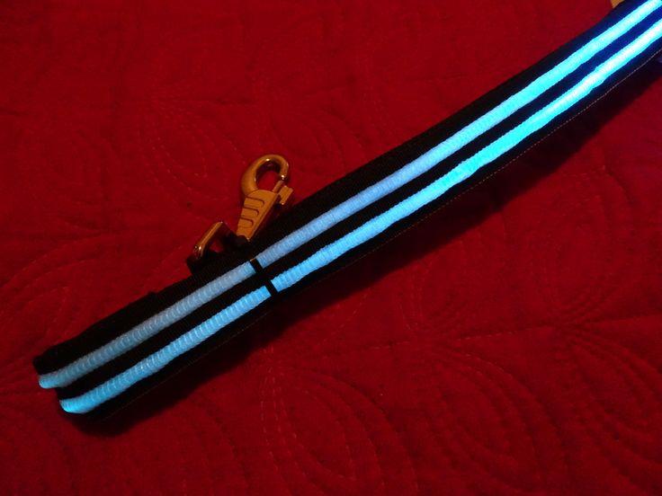 Correa led batería recargable por USB. Doble banda de fibra óptica. Elegante y resistente. Marca LumiPets.