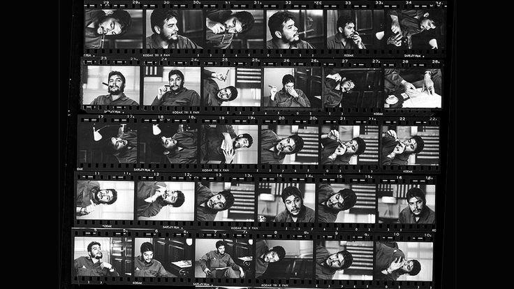 """HOJA DE CONTACTO. René Burri: el Che Guevara lo ignoró totalmente durante las dos horas en las que estuvo retratándolo en una entrevista. """"Nunca me miró, lo que resulta extraordinario"""", escribe Burri. La hoja de contactos es la impresión en papel de un rollo o de una secuencia de negativos."""