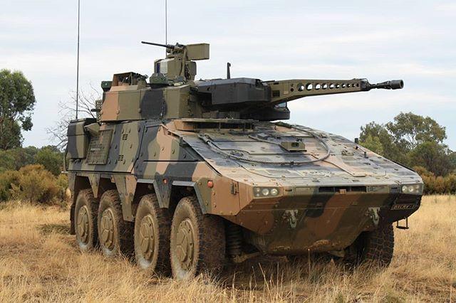 Reponse Du Post Precedent Il S Agissait D Un Boxer Avec Tourelle Lance Comme Sur Cette Photo Vehiculesmilitaires Vehicules Militaires Militaire Vehicules