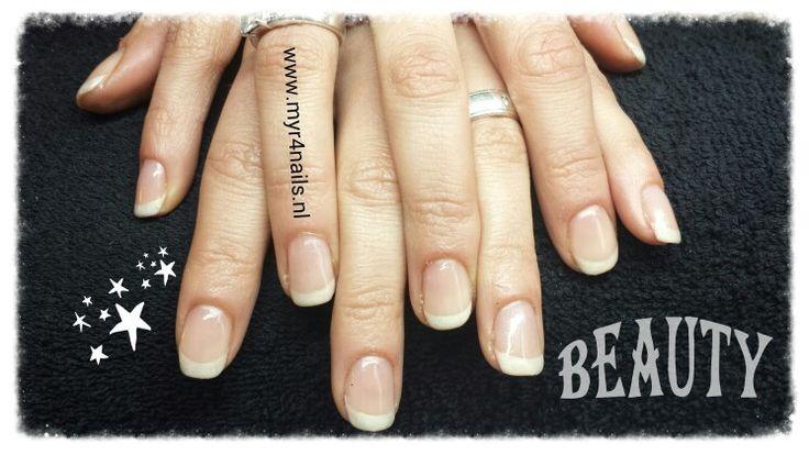 Gelnagellak french 2 tot 3 weken verzorgde nagels.