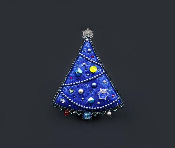 Мастер-класс: вышитая брошь-елочка с бусинами и кристаллами Swarovski «Северная красавица» - Ярмарка Мастеров - ручная работа, handmade