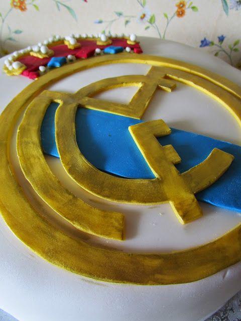 "Tarta ""Real Madrid C.F."" - Bizcocho de chocolate, crema de queso Mascarpone y fresones frescos"