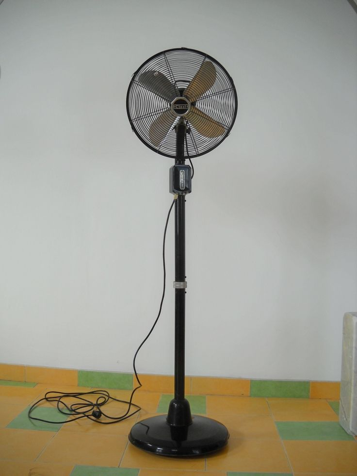 Retro `CINNI` pedestal fan