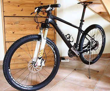 Feathery Carbon Mountainbike - Alpha Zone mit SRAM XX 9,0 kg.