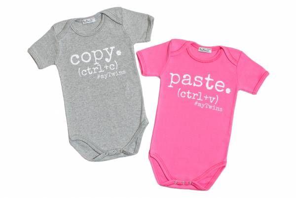Σετ κοντομάνικα φορμάκια για δίδυμα σε γκρι και ροζ χρώμα με τύπωμα Copy Paste. 100% cotton.