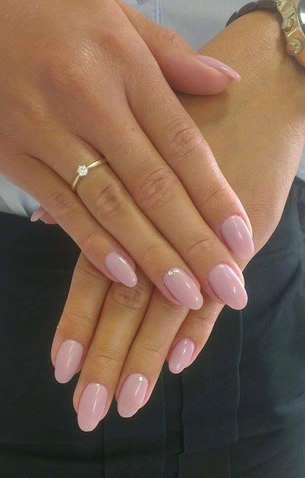 Weiche rosa Nägel (Semilac 057) – Nageldesign