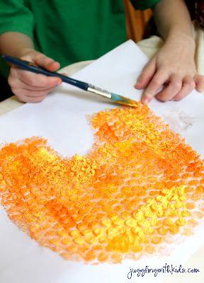 honingraad van bubbeltjes plastic bijen er bij maken door vingerafdruk