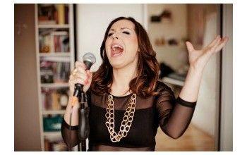 """""""Śpiewanie jest wolnością i radością bycia Sobą """" – wywiad z wokalistką Anną Sokołek."""