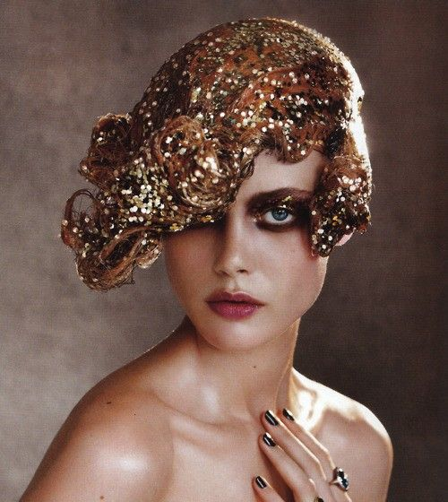 Sparkling gold hair in Vogue - The Great Gatsby party guest