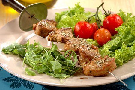 Σουβλάκια χοιρινά με θυμάρι και μέλι - Συνταγές | γαστρονόμος